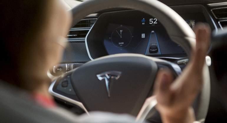 Autopilot Tesla Volante 2